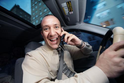 rozmowa przez telefon podczas jazdy
