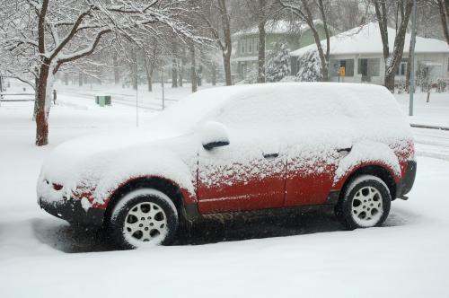 śnieg na samochodzie